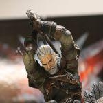 Unboxing The Witcher 3: la statua in primo piano